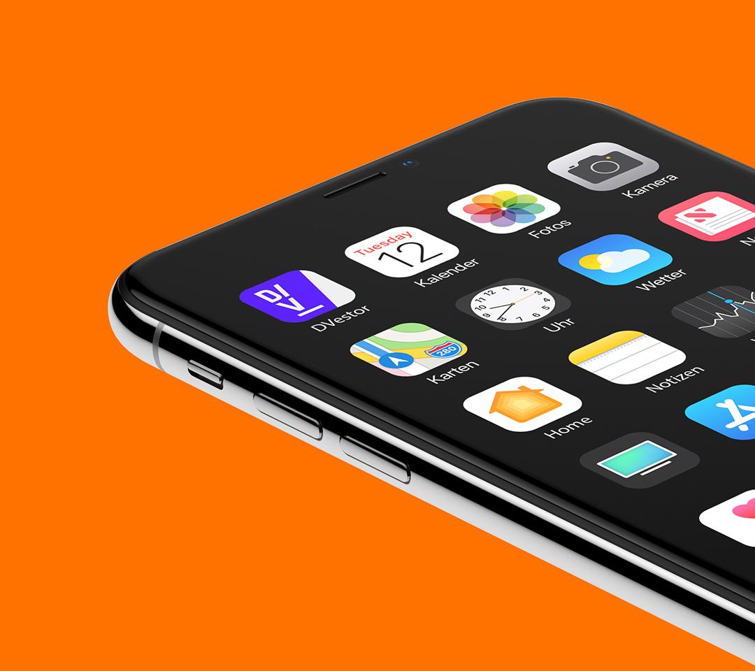 iPhone mit dem DVestor App Icon.